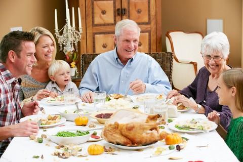 holiday-family-dinner-84